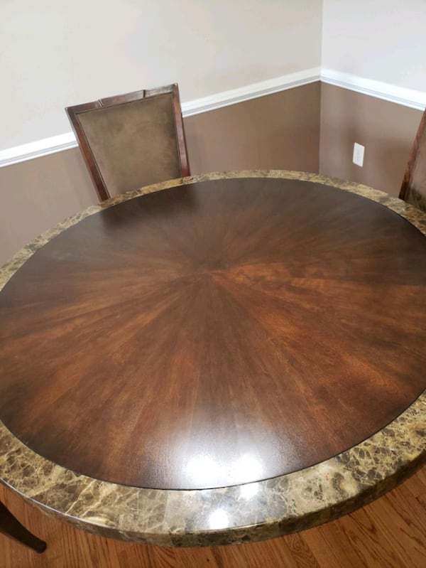 Formal Dining Room Table 03a0d0b3-352e-4357-b124-9d5f2afd5513