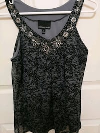 Sleeveless top ( size Small )