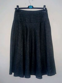 Ladies Grey Tailored Skirt. London, SE19 2DN