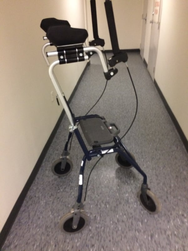 Walker with arm support for people who have trouble gripping d45a6857-5b78-4572-9317-857c8e83ed1a