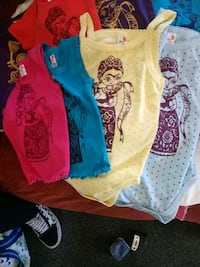 baby's assorted-color clothes lot Paramount, 90723