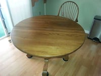 Solid oak kitchen/dining room table with 4 matching chairs, leaf ext. Bowie