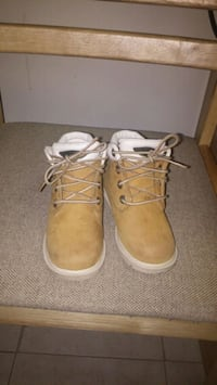 pair of brown Timberland boots( toddler size 8) Toronto, M6G