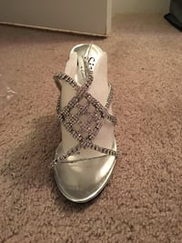 Pair of silver-colored open-toe sandals Henrico, 23238