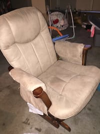 Rocking chair with matching foot rest  Jacksonville, 72076