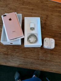 Unlock rose gold iPhone 7 Plus 32gb with box and access Toronto, M5B 2H1