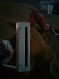 Wii console gaming system but no accessories found it dumpster diving Oklahoma City, 73119