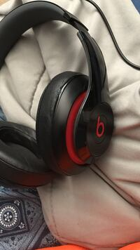 Black and red beats wired headphones Fresno, 93723