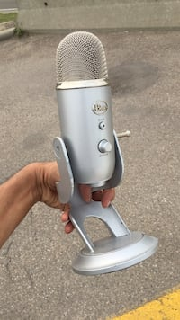 Decent condition blue yeti recording condenser microphone Calgary, T3R 1N6