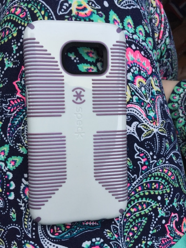 Purple and white speck case for a Samsung galaxy s7