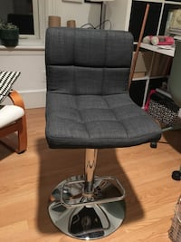 Adjustable office chair Guelph, N1E 2X1