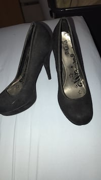 Shoes size 8 only worn 3 times  Sparks, 89436