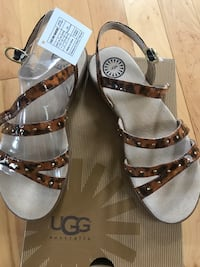 Ugg Australia Youth sandals Sz 4 Sterling Heights, 48314