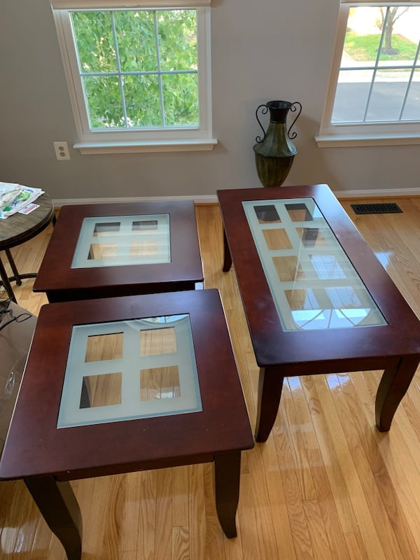 Coffee table and end tables set 57f16437-1e22-4cfb-8631-c3f4d222e4c8