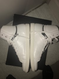 Authentic saint Laurent sneakers VNDS Burnaby, V5C