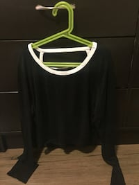 women's black scoop-neck long-sleeved crop top Calgary, T3N