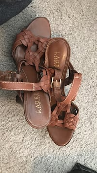pair of brown leather sandals Lake Cowichan, V0R 2G0