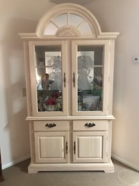 white wooden framed glass display cabinet New Port Richey, 34653