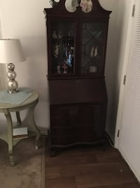 Brown wooden glass cabinet Santa Clarita, 91350