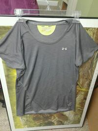 Womens small under armour tshirt Sterling, 20165