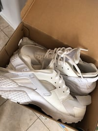 Size 7 woman's Pair of white nike huarache with box Mississauga, L4Z