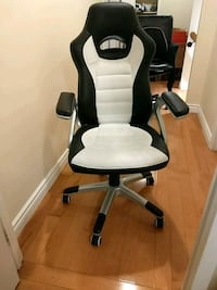 Racing style computer chair good condition Markham, L3R 2B2