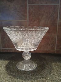 clear cut glass footed bowl Laval, H7W 2R8