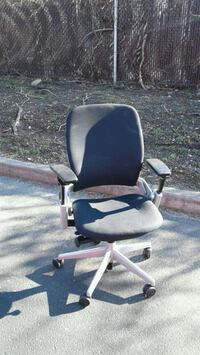 black and gray rolling armchair Brooklyn, 11225