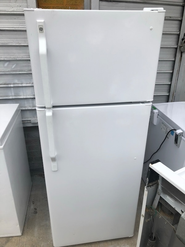 """Studio Sized GE 24"""" Wide Refrigerator And Hotpoint 20"""" Gas Stove Set"""