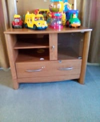 TV stand (not toys) New Market, 21774