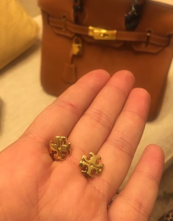 Tory Burch logo Gold Earring. 0