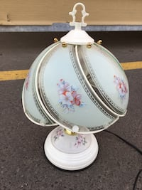 """14 1/2"""" lamp with white top, turns off by unplugging it - $10 Mississauga"""