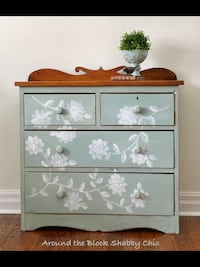Antique shabby chic hand painted farmhouse dresser Mississauga, L5G 2K4