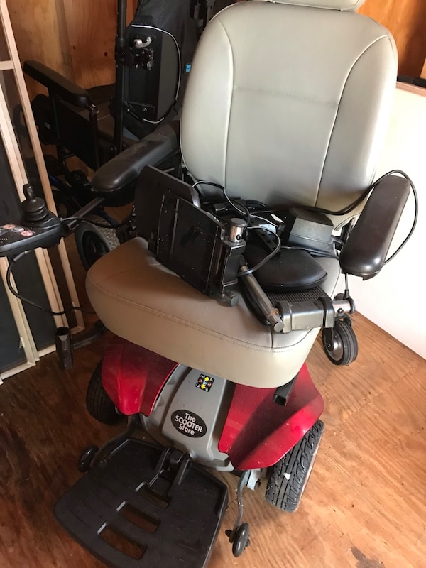 Enjoyable Barely Used Power Chair Home Interior And Landscaping Ologienasavecom