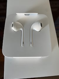 New EarPods with Lightning connector ( wired) Vaughan, L4H 3B8
