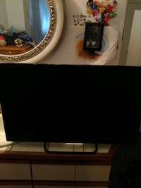 Brand new element 32 inch smart TV I have its box and its remote
