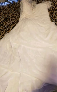 Plus size wedding dress size 22 never been used.