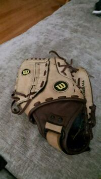 left handed baseball mit.. kids size..pick up only