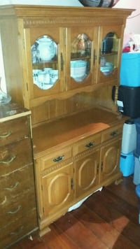 Wooden hutch no scratches  Montreal, H8P 3L9