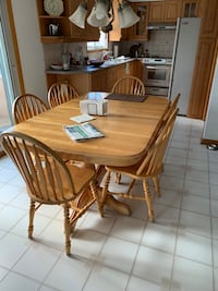 Kitchen table and chairs Mississauga, L5G 4P6