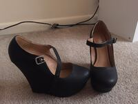 Black wedges size 8 GREAT CONDITION ONLY WORN ONCE  Lancaster, 17602