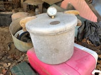 Vintage pressure pot and other metal cans Alexandria, 71303