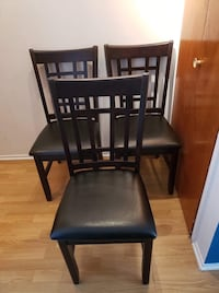 Dining table and 3 chairs Candiac, J5R 5C7