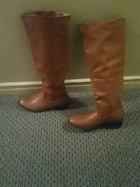 pair of brown leather round-toe chunky heeled knee Surrey