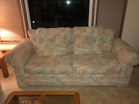 white and gray floral 2-seat sofa Lynnwood, 98036