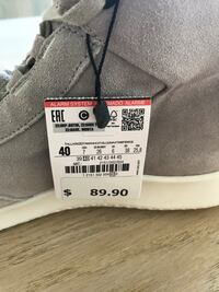 Unpaired gray and white high-top sneaker Orlando, 32824