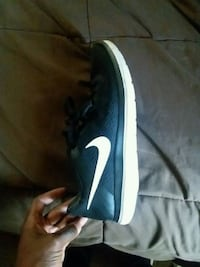 black and white Nike low-top sneaker Conway, 29526