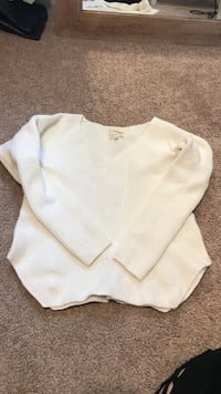 Aritiza - White Knit Sweater  Middlesex Centre, N0L 1R0