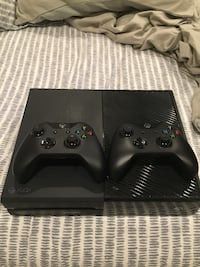 Xbox One 500GB 2 controllers (5 months used) Irvine, 92618