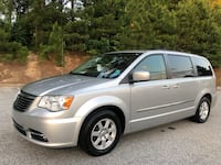 2012 Chrysler town & country turing Snellville, 30017